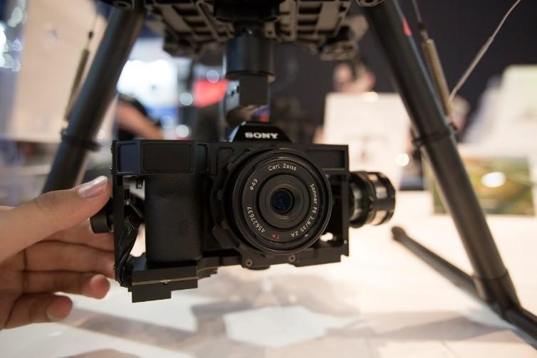 Nacelle Zenmuse Z15 pour Sony A7 développé par DJI Innovation. Idéale pour les S1000 et S900.