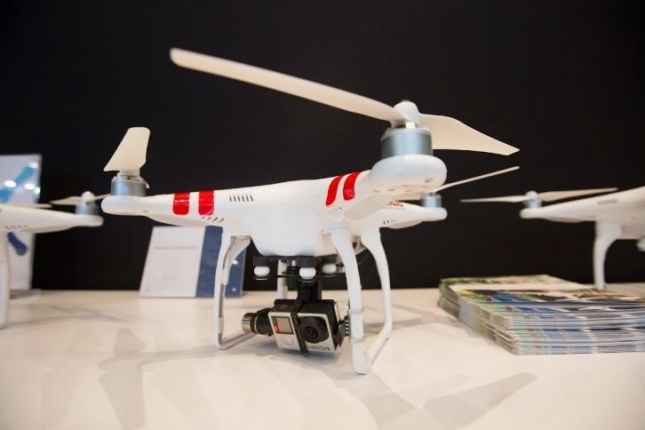 La nacelle Zenmuse H4-3D vous permet d'adapter et stabiliser votre caméra GoPro Hero 4 Black sur les Phantom 2 et les drones équipés de stabilisateurs DJI.