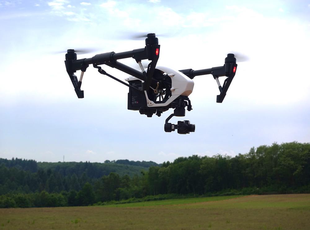 DJI Inspire 1 en vol avec une nacelle caméra DJI Zenmuse XT thermique