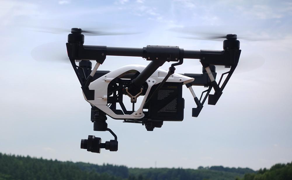 DJI Inspire 1 de côté avec une nacelle caméra DJI Zenmuse XT thermique