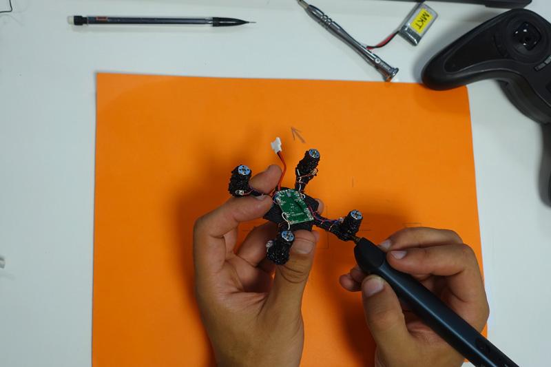 Châssis de Hubsan avec un stylo 3D 3Doodler