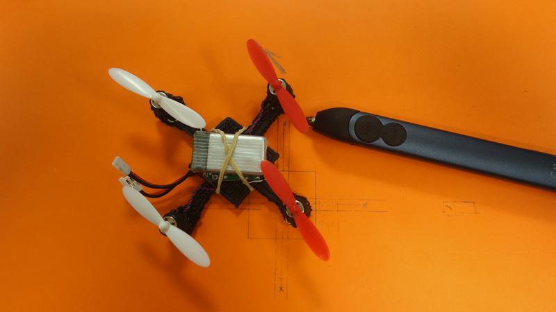 Châssis de drone Hubsan avec un stylo 3D 3Doodler