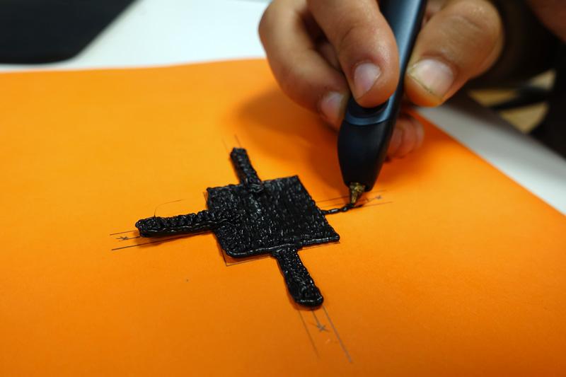 Châssis de drone avec un stylo 3D 3Doodler