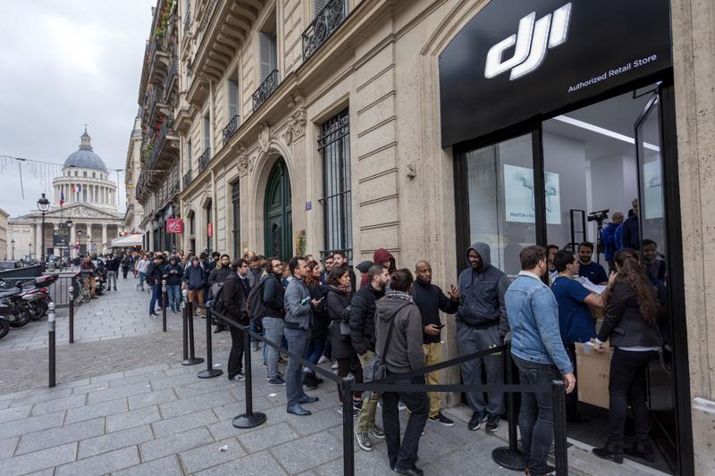 Queue devant le DJI Store