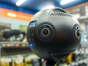 Gros plan sur la caméra Insta360 Pro 8K