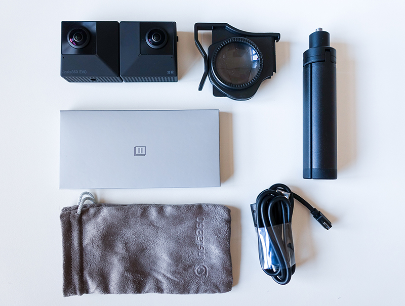 Contenu du pack de la caméra Insta360 EVO