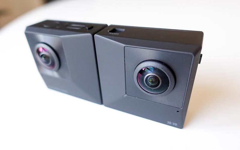 Caméra Insta360 EVO dépliée