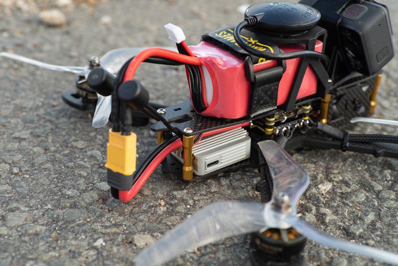 DJI Air Unit dans drone racer Corsair