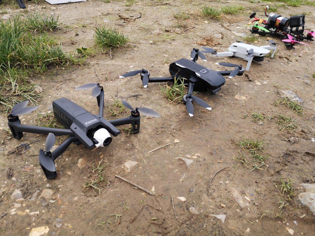 Parrot Anafi, Yuneec Mantis G, Mavic Mini et un drone racer