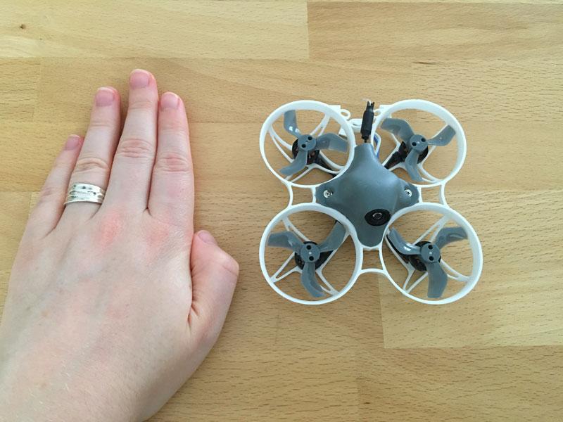 Echelle drone main