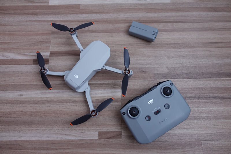 DJI Mini 2 avec radiocommande et batterie