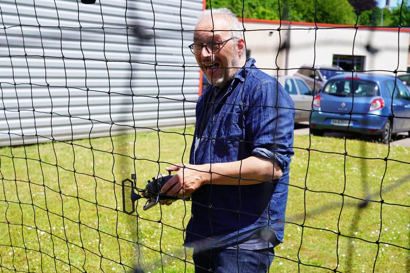 Fred d'Helicomicro fait du drone soccer